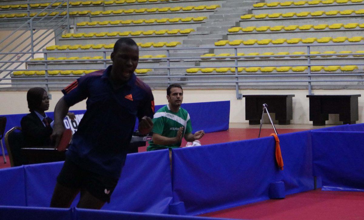 Ali rugit, son coach l'encourage
