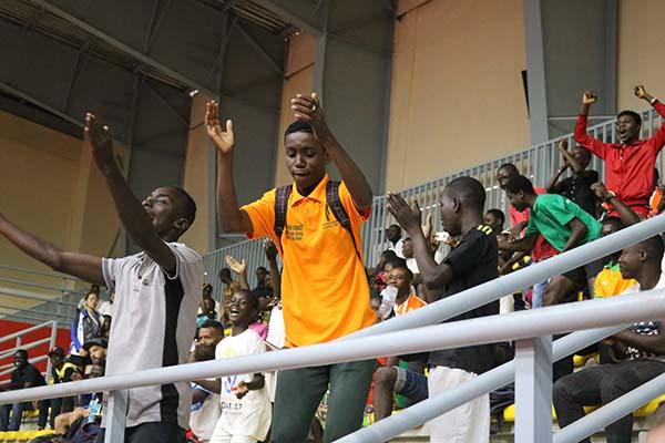 Les fans de Ali-Kanate