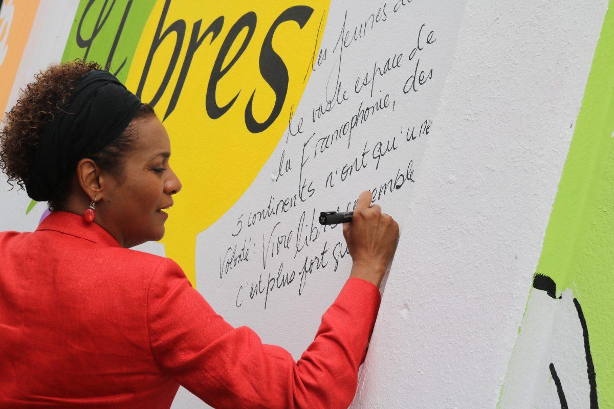 Michaelle Jean SG de la francophonie inaugure officiellement la fresque au village des partenaires